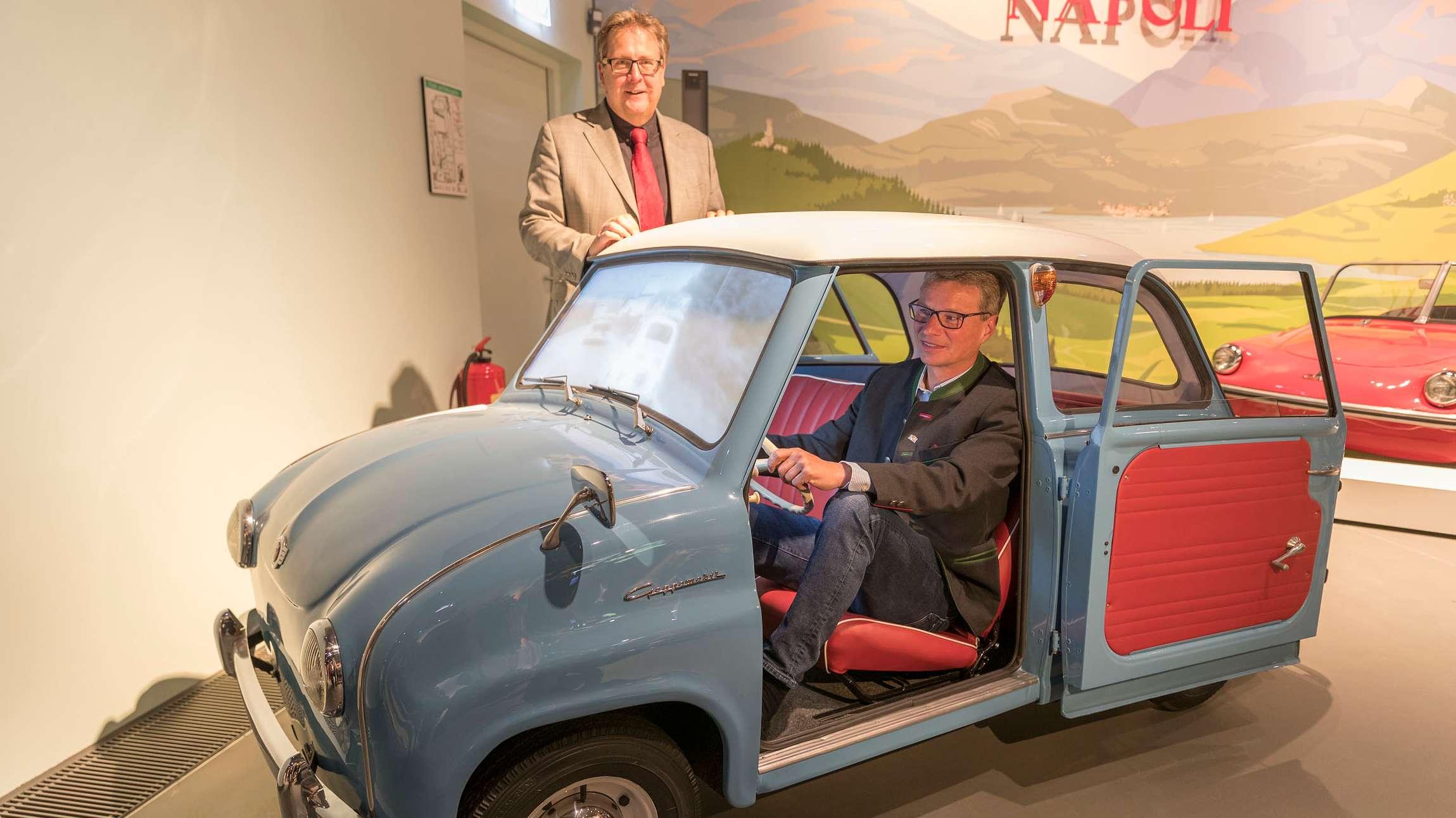 Bald dürfen - wie heute Minister Sibler - auch die Besucher eine virtuelle Zeitreise im Goggomobil erleben.