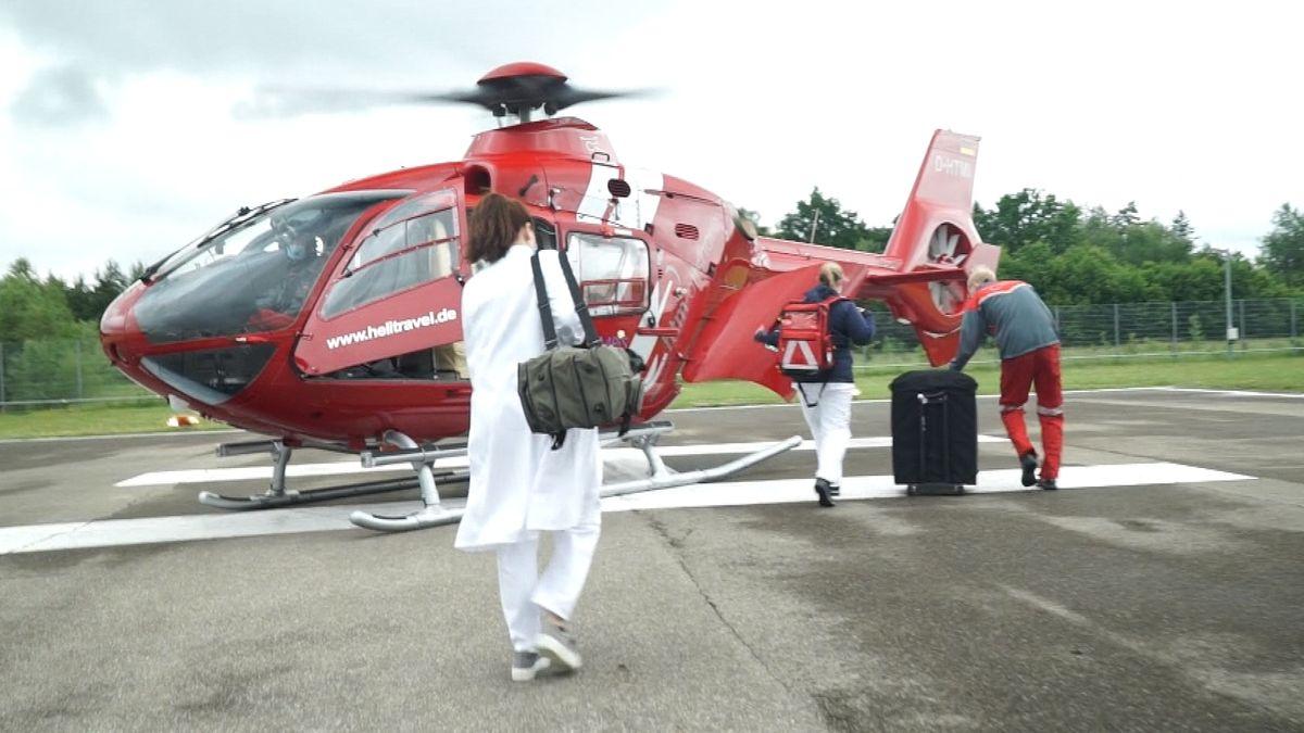 Das Flying Intervention Team der München Klinik Harlaching fliegt in eine Partnerklinik, um bei einem Schlaganfall-Patienten eine Thrombektomie durchzuführen.