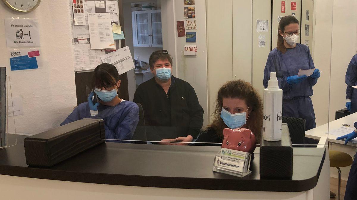 Hausarzt Dr. Zaune mit seinem Team