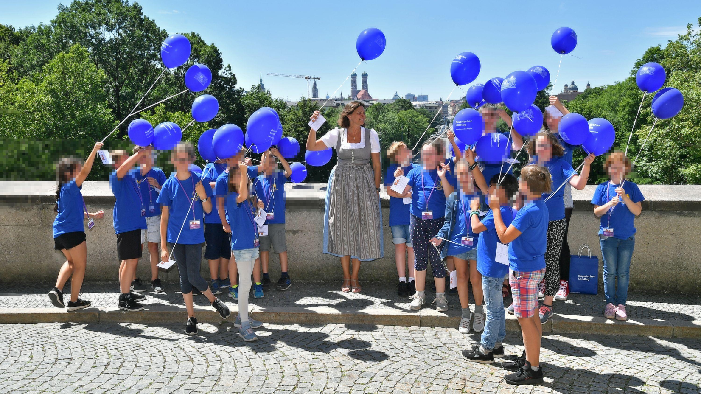 """Original-Bild: Offizielles Foto des Landtags zum """"Entdeckertag für Kinder im Bayerischen Landtag"""" am 5. Juli 2019"""