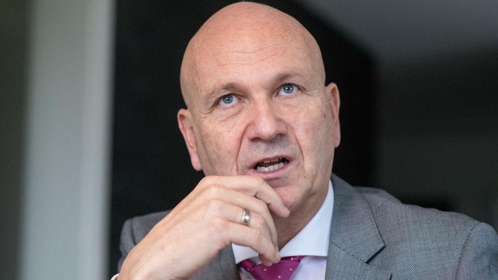 Der Abensberger Bürgermeister und Präsident des Deutschen Städte- und Gemeindebundes, Uwe Brandl   Bild:dpa/Armin Weigel