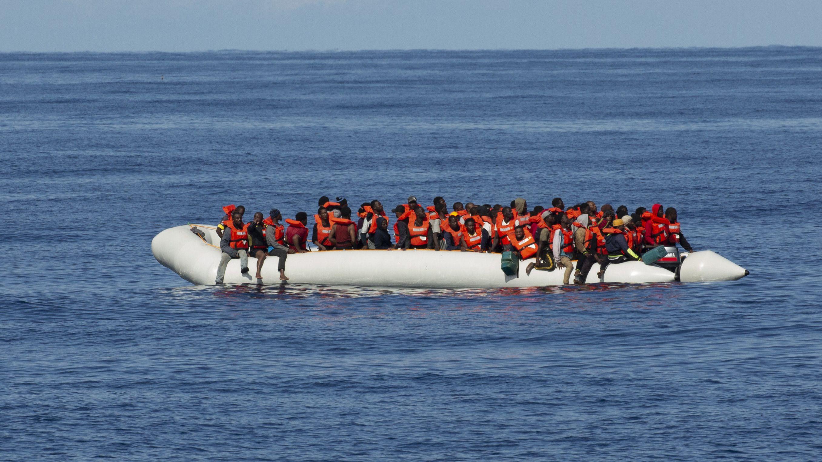 Am Samstag hatte Sea Eye 90 Menschen gerettet und war dabei nach eigenen Angaben massiv von libyschen Einsatzkräften bedroht worden.