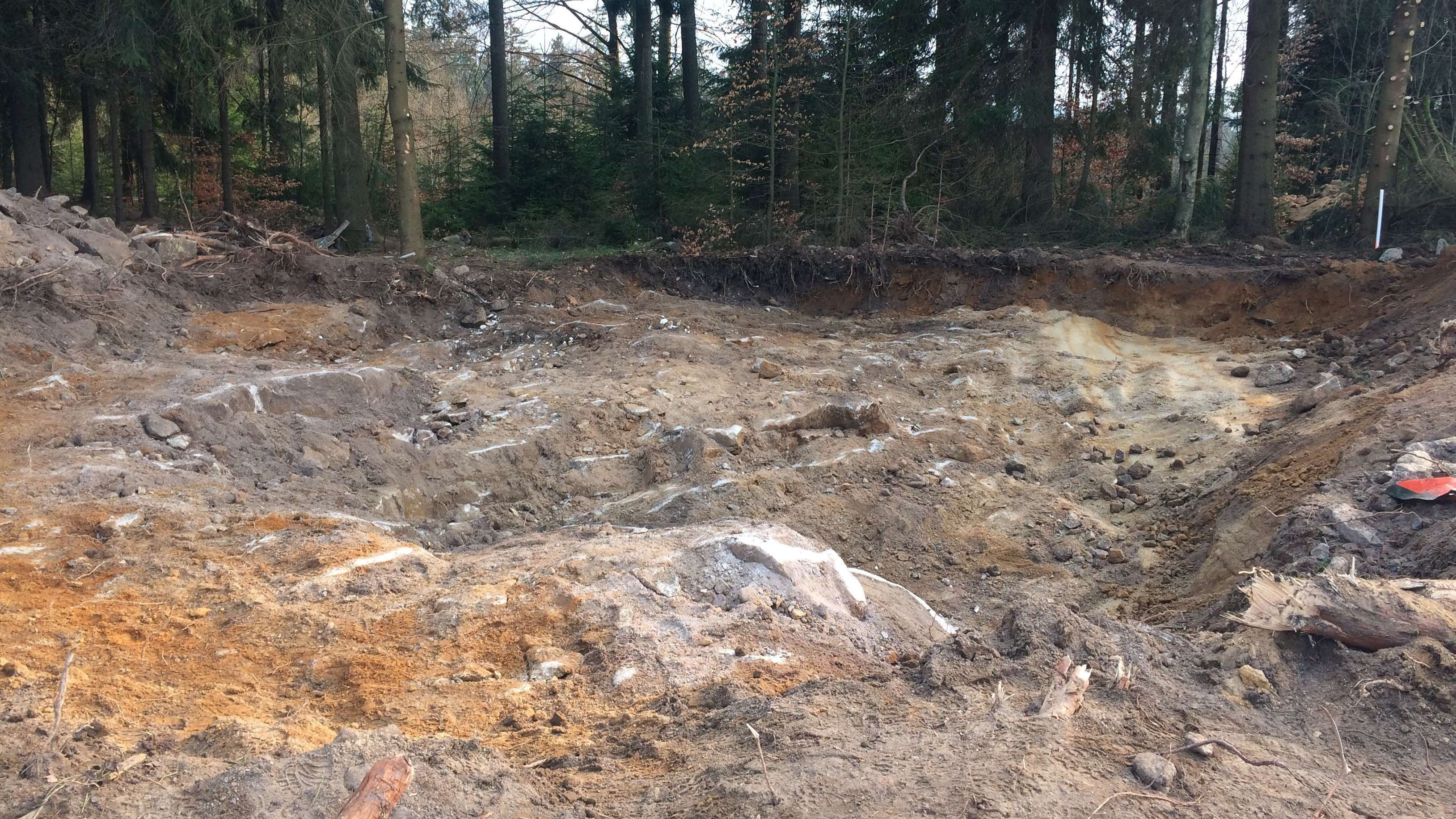 Die Grube nach dem Ende der Grabungsarbeiten