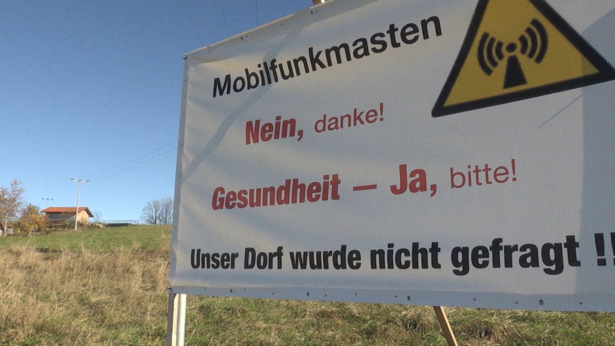 Ein Plakat gegen die Mobilfunkmasten