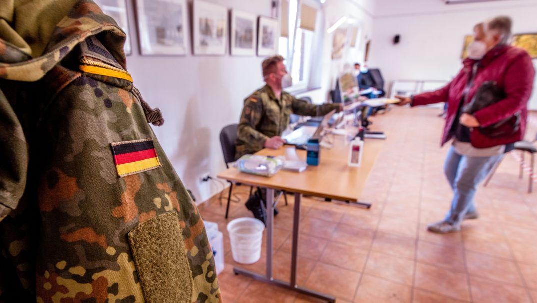 Blick in ein Impfzentrum der Bundeswehr. (Symbolbild)