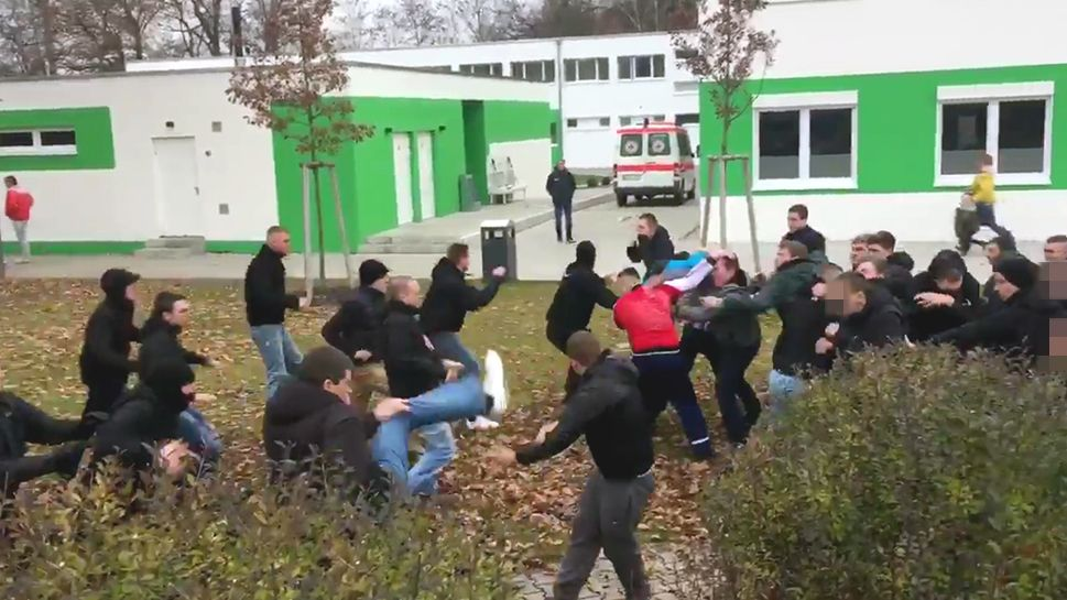 Nürnberger und Fürther Hooligans prügeln sich