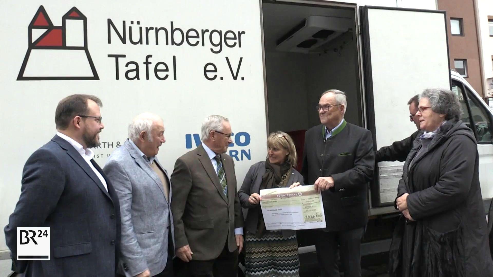 Die Nürnberger Tafel hat 20.000 Euro von der Stiftung des Norma-Gründers Manfred Roth erhalten.