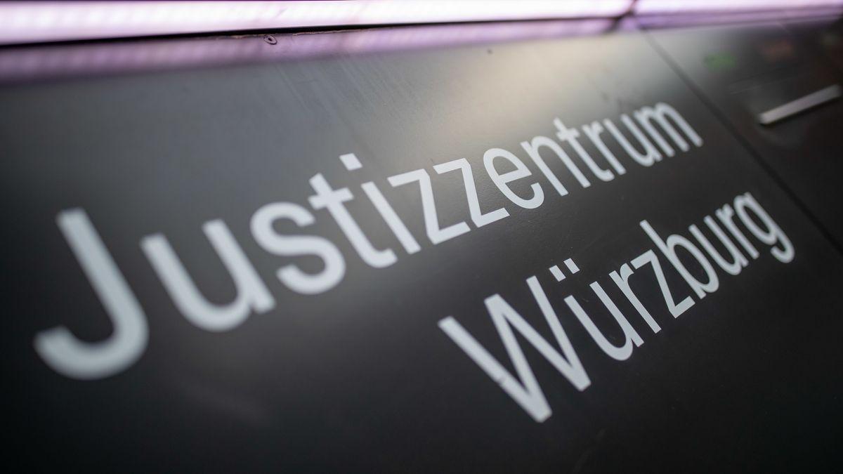 """Schild """"Justizzentrum Würzburg"""""""