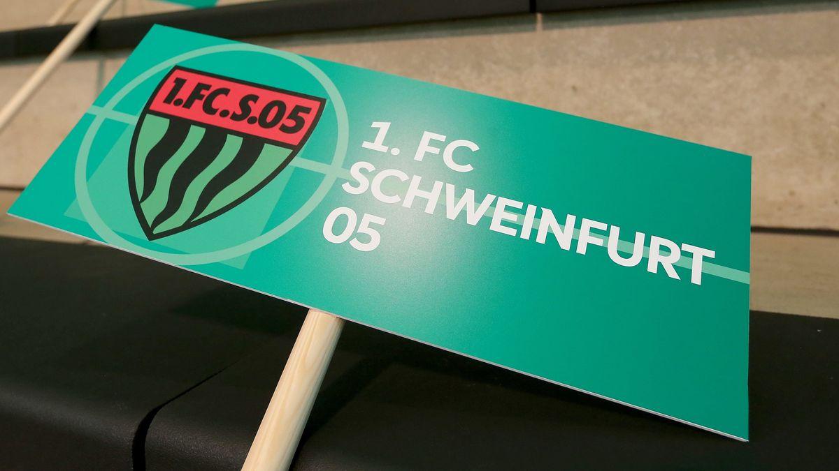 """Schild mit Aufschrift """"1. FC Schweinfurt 05"""""""