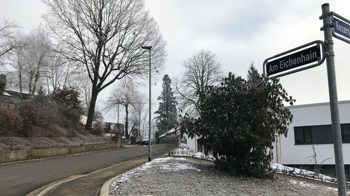 """Die Straße """"Am Eichenhain"""": Hier werden die Anwohner von der Stadt nochmals zur Kasse gebeten."""