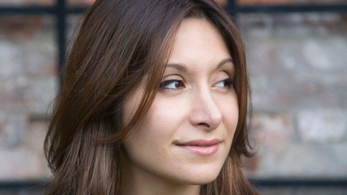 Die aus dem Iran geflohene Schriftstellerin Dina Nayeri