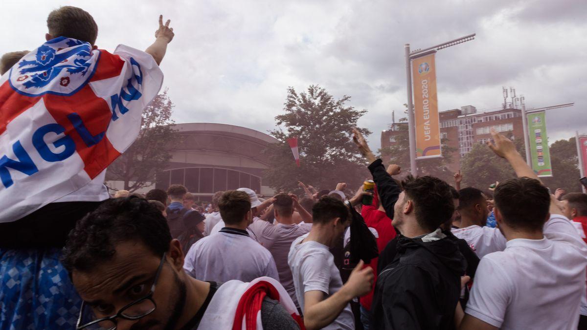 Fans vor Wembley-Stadion