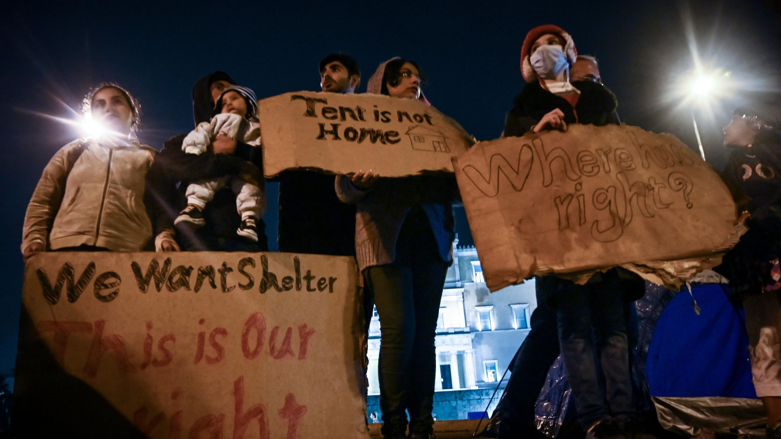 Flüchtlinge demonstrieren vor dem griechischen Parlament gegen die Verschärfung der griechischen Asylgesetze.
