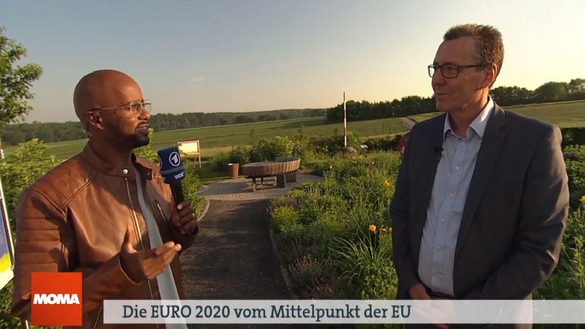 Yared Dibaba (li.) vom ARD-Morgenmagazin im Interview mit dem Bürgermeister von Veitshöchheim Jürgen Götz.