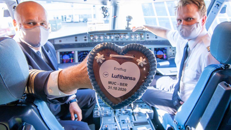 Lufthansa-Piloten im Cockpit