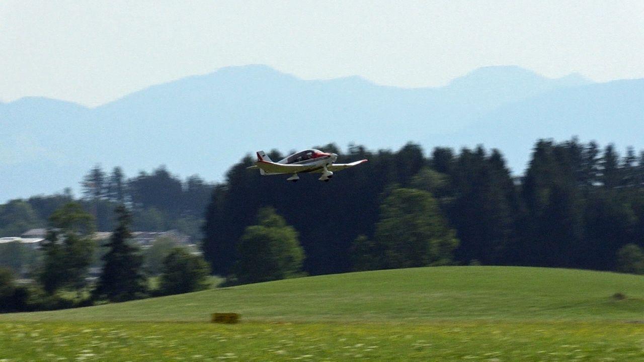 Flugzeug startet zu Luftbeobachtung