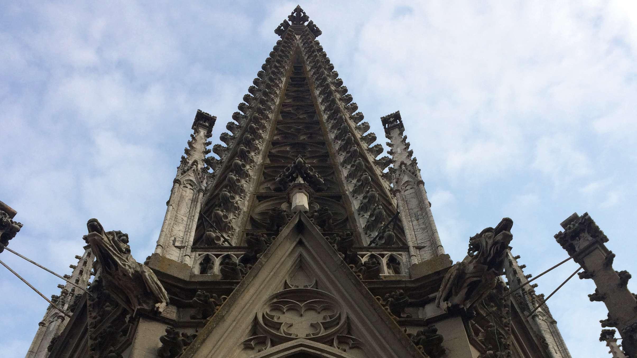 Ein Turm des Regensburger Doms - hier sind immer Ausbesserungsarbeiten nötig.