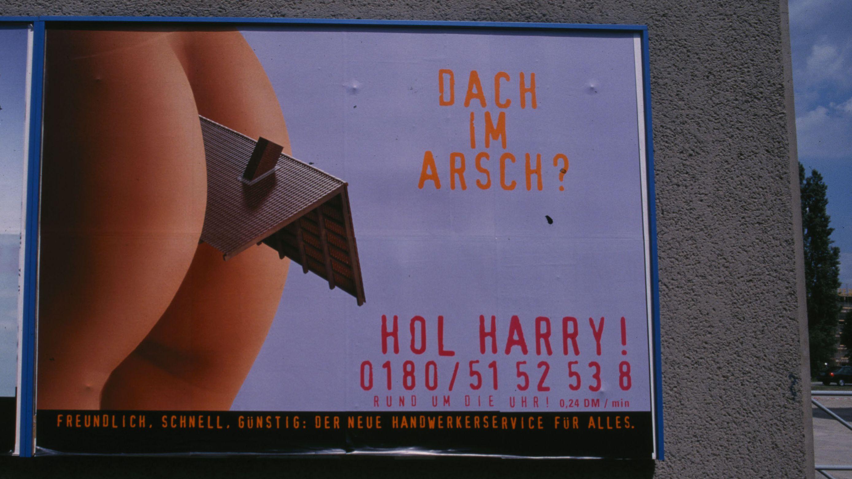 Plakat mit sexistischer Werbung