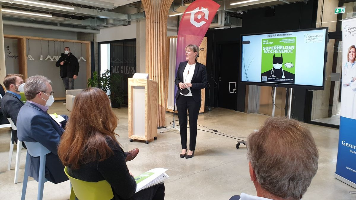 Auch Hofs Oberbürgermeisterin Eva Döhla (SPD) hofft darauf, dass sich mehr junge Ärzte in der Region niederlassen.