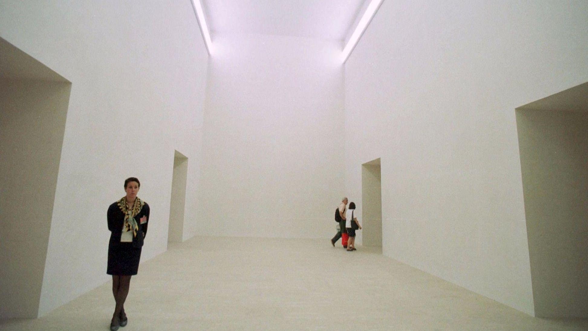 Der deutsche Pavillon 1997: Gerhard Merz führt den monumentalen Bau in seiner ganzen Nackhteit vor.