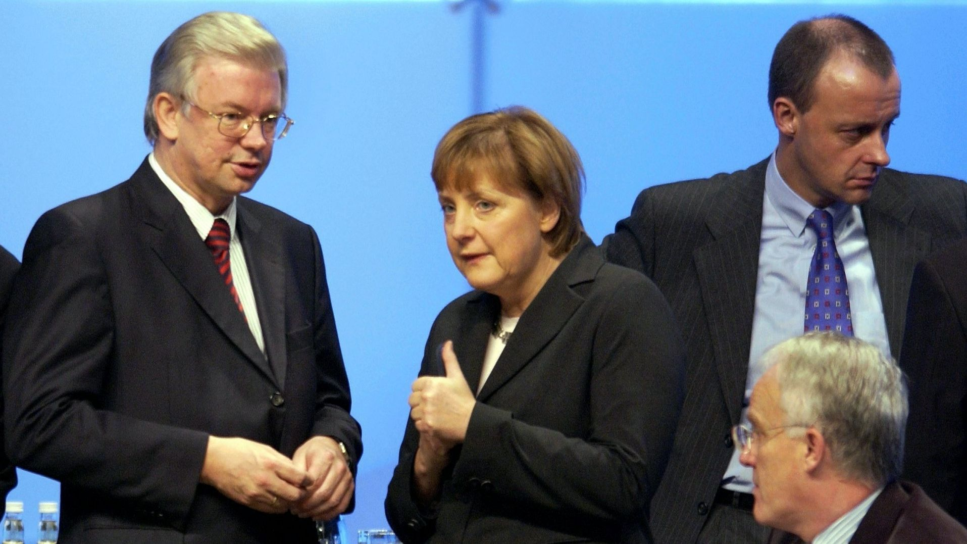 Ein Bild aus alten Zeiten: 16 Jahre nach dem Entstehen des Fotos bestimmen Koch, Merkel und Merz aktuell wieder die Debatte in der CDU.