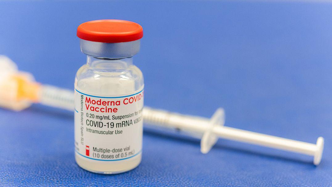 Der Moderna-Impfstoff in einer Flasche.