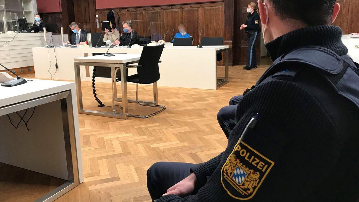 Der 30-Jährige aus Burglengenfeld hatte den Bombenanschlag auf die Polizei laut Verteidigung aus Hass auf die Beamten geplant.