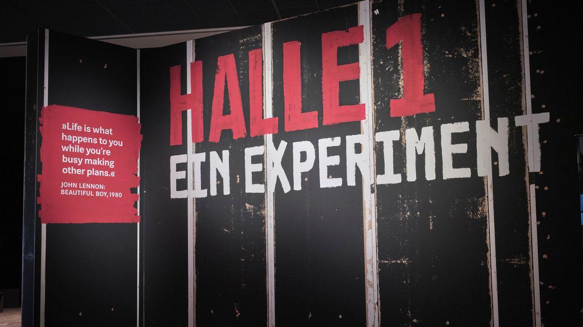 """Eingang zur Sonderschau """"Halle 1. Ein Experiment"""", am GNM"""