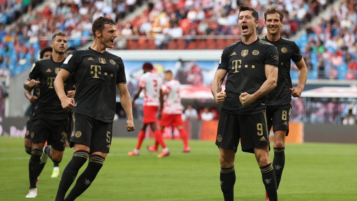 FC-Bayern-Spieler nach dem 1:0 durch Robert Lewandowski (2.v.r.)