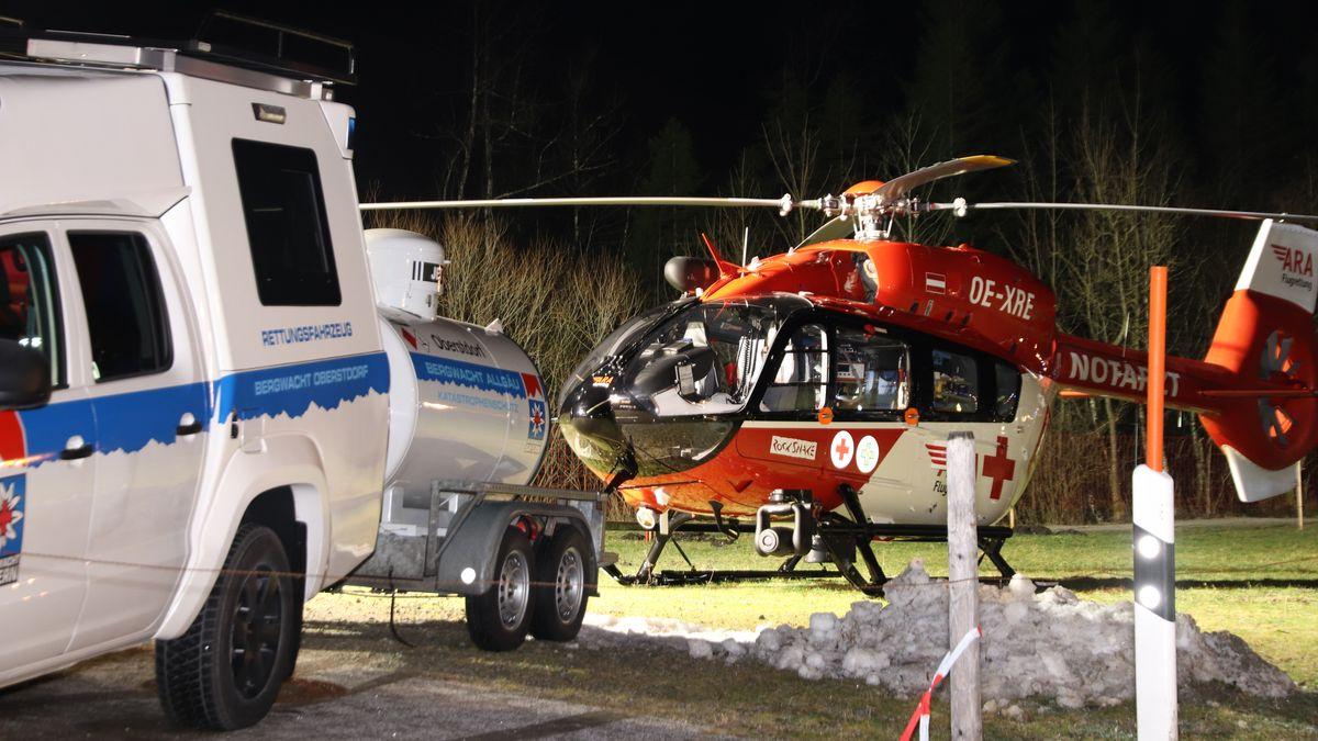 Rettungskräfte der Bergwacht Oberstdorf beim Einsatz.