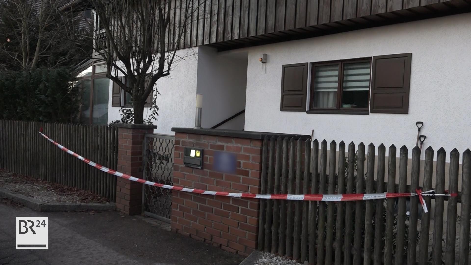 Das Haus in Starnberg in dem Eltern und Sohn tot aufgefunden wurden