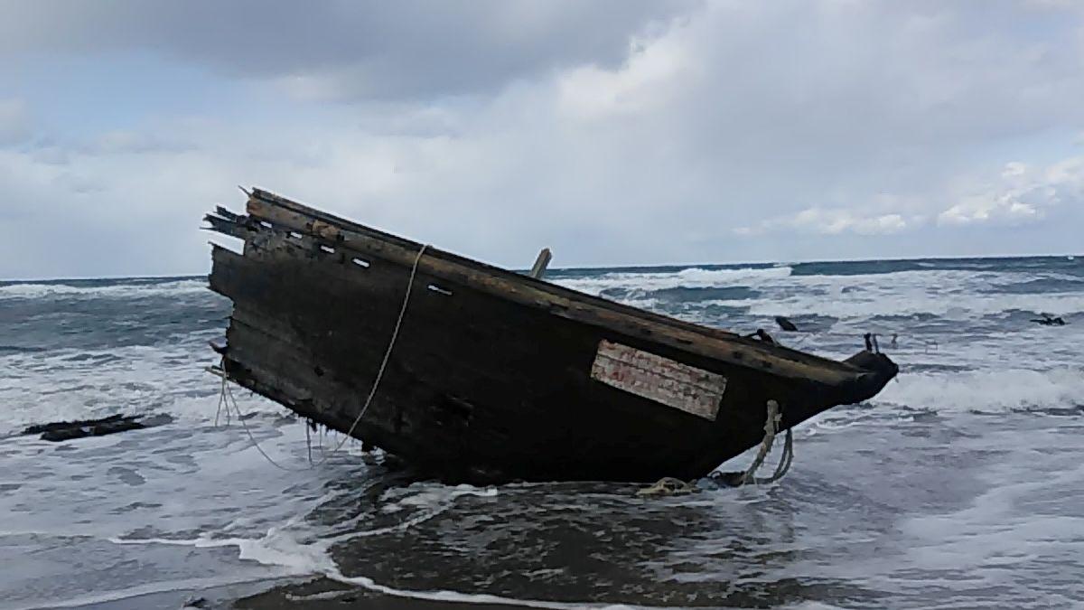 Das mutmaßlich aus Nordkorea stammende Fischerboot wurde auf einer japanischen Insel angespült. An Bord waren sieben stark verweste Leichen.