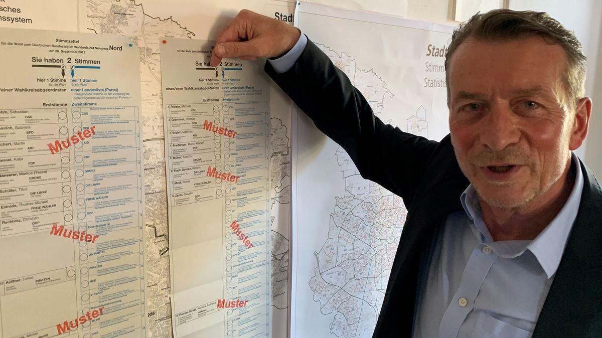 Der Nürnberger Wahlamtsleiter, Wolf Schäfer, erklärt, wie man trotz Erkrankung oder Quarantäne noch abstimmen kann.