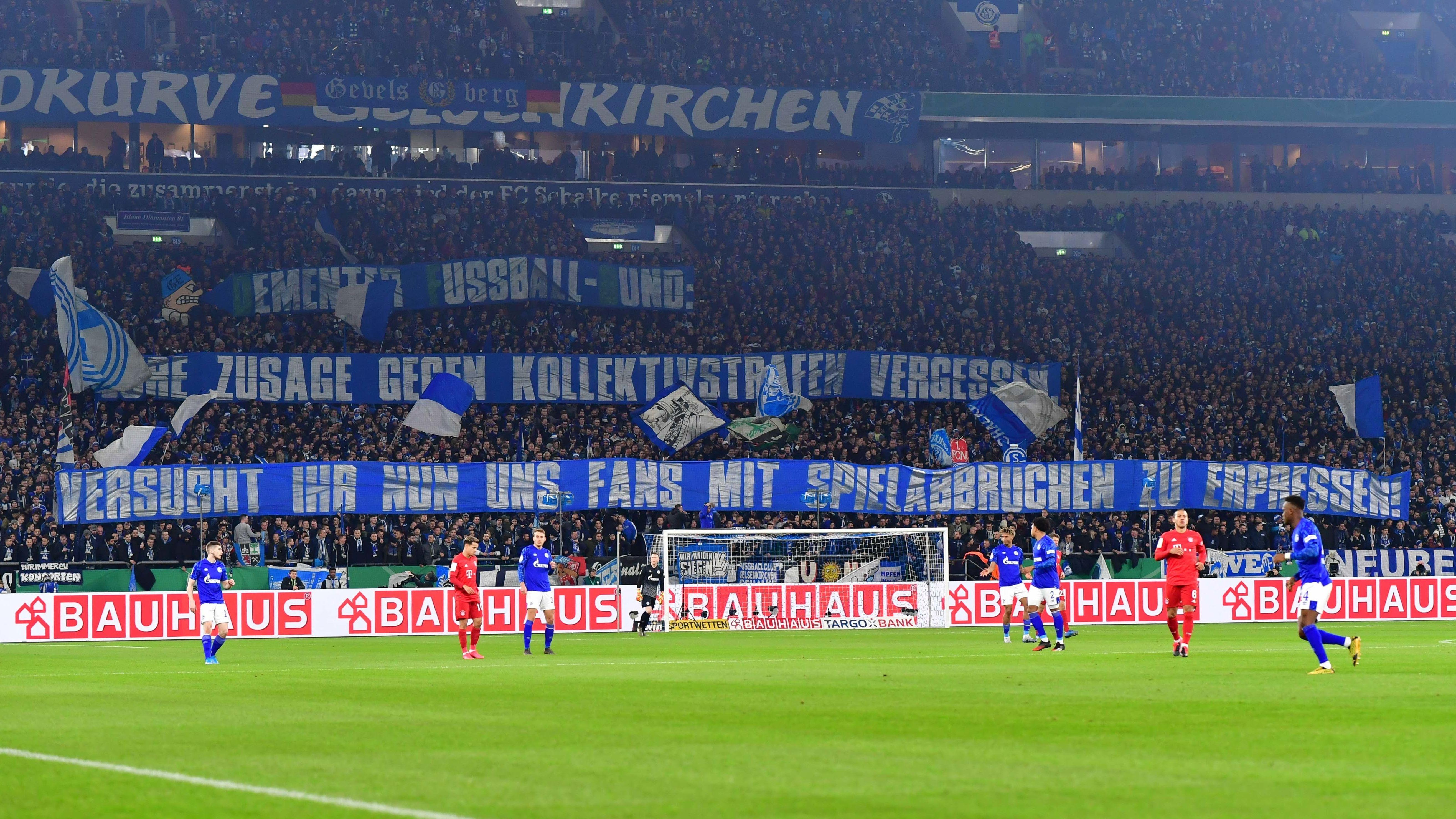 Schalke-Fans beim Pokalspiel gegen den FC Bayern