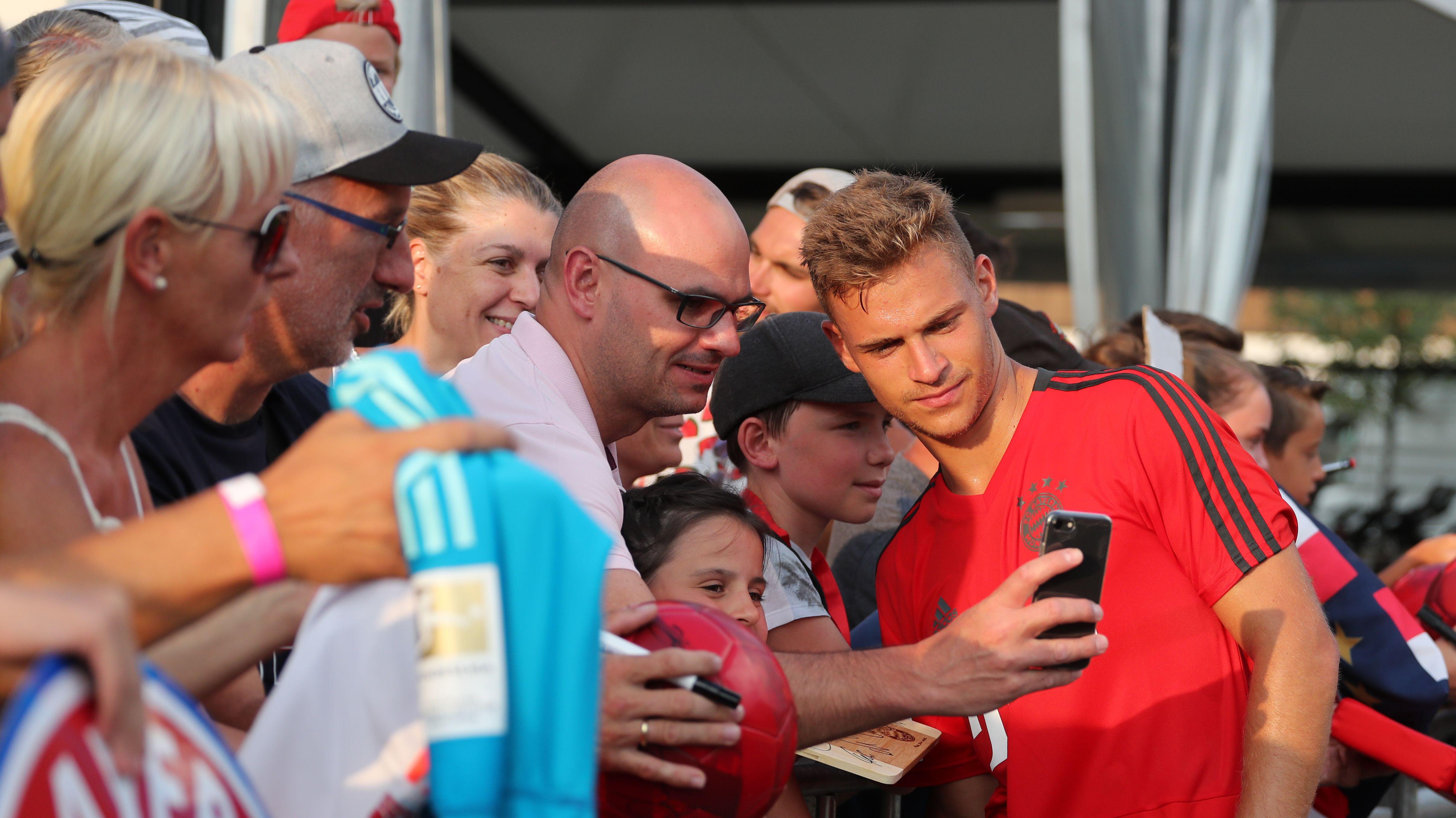 Fan-Selfies - ab sofort beim FC Bayern München verboten