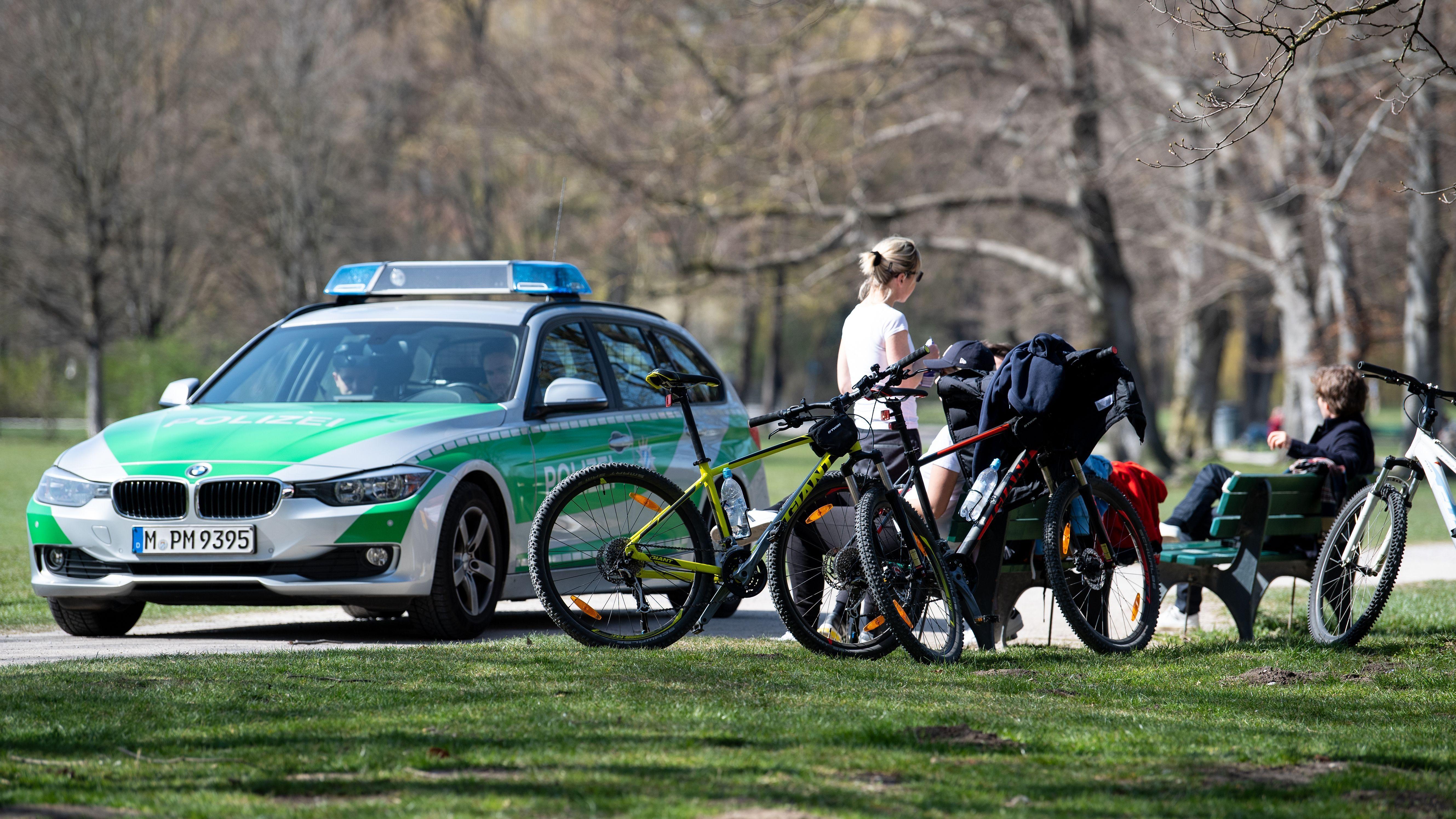Auch im Englischen Garten in München musste die Polizei ausrücken.