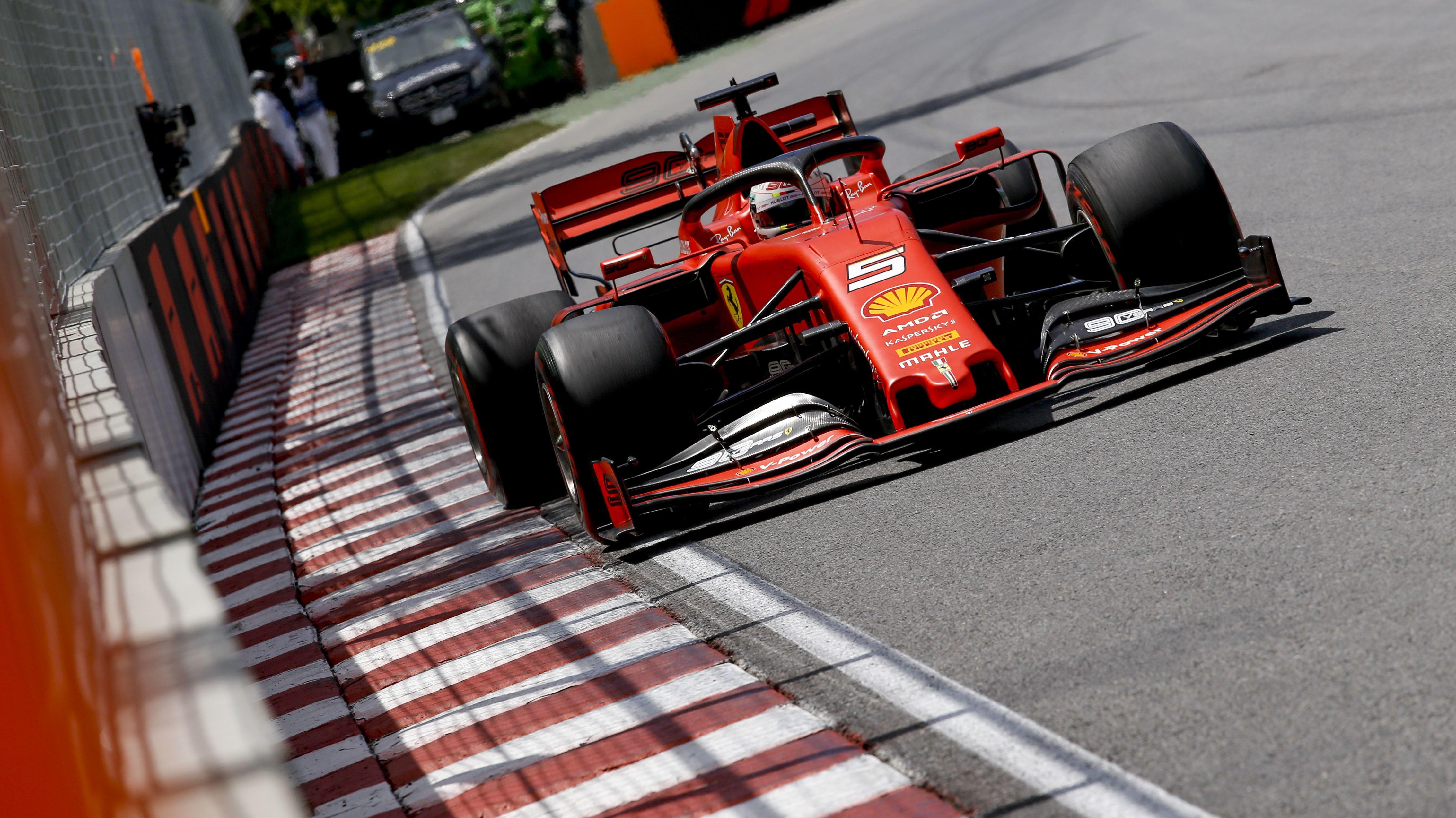 Sebastian Vettel in seinem Ferrari.