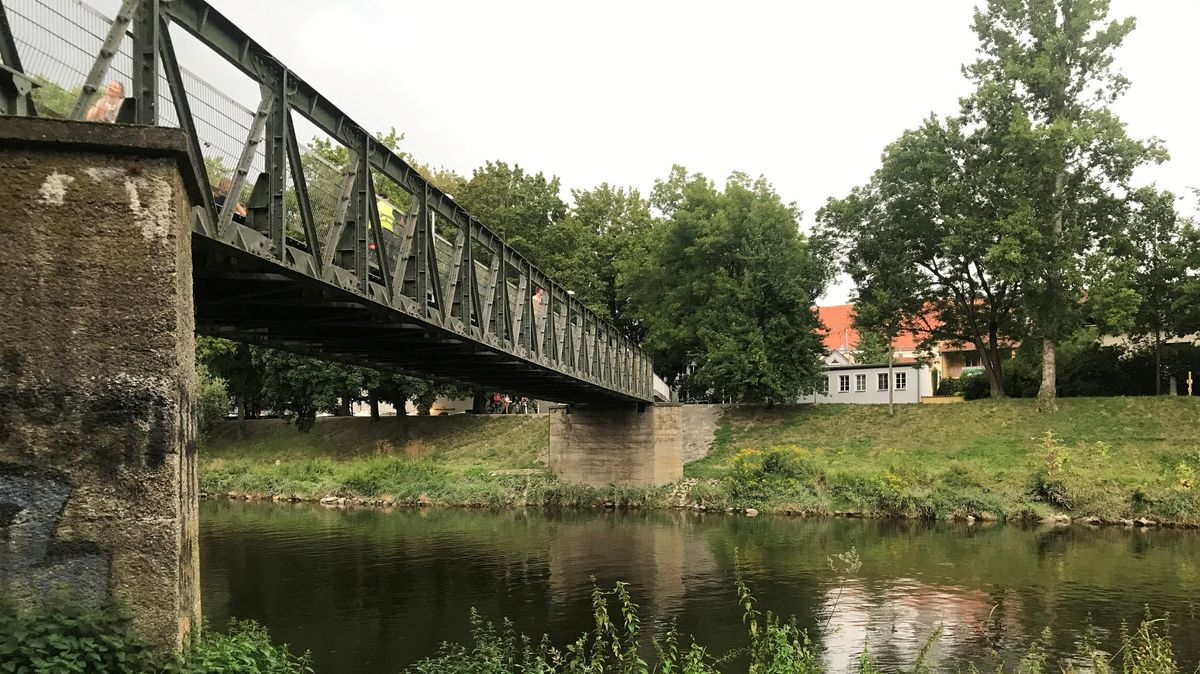 Die Fußgängerbrücke am Grieser Spitz in Regensburg