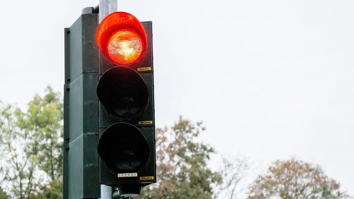 Eine rote Ampel (Symbolfoto)
