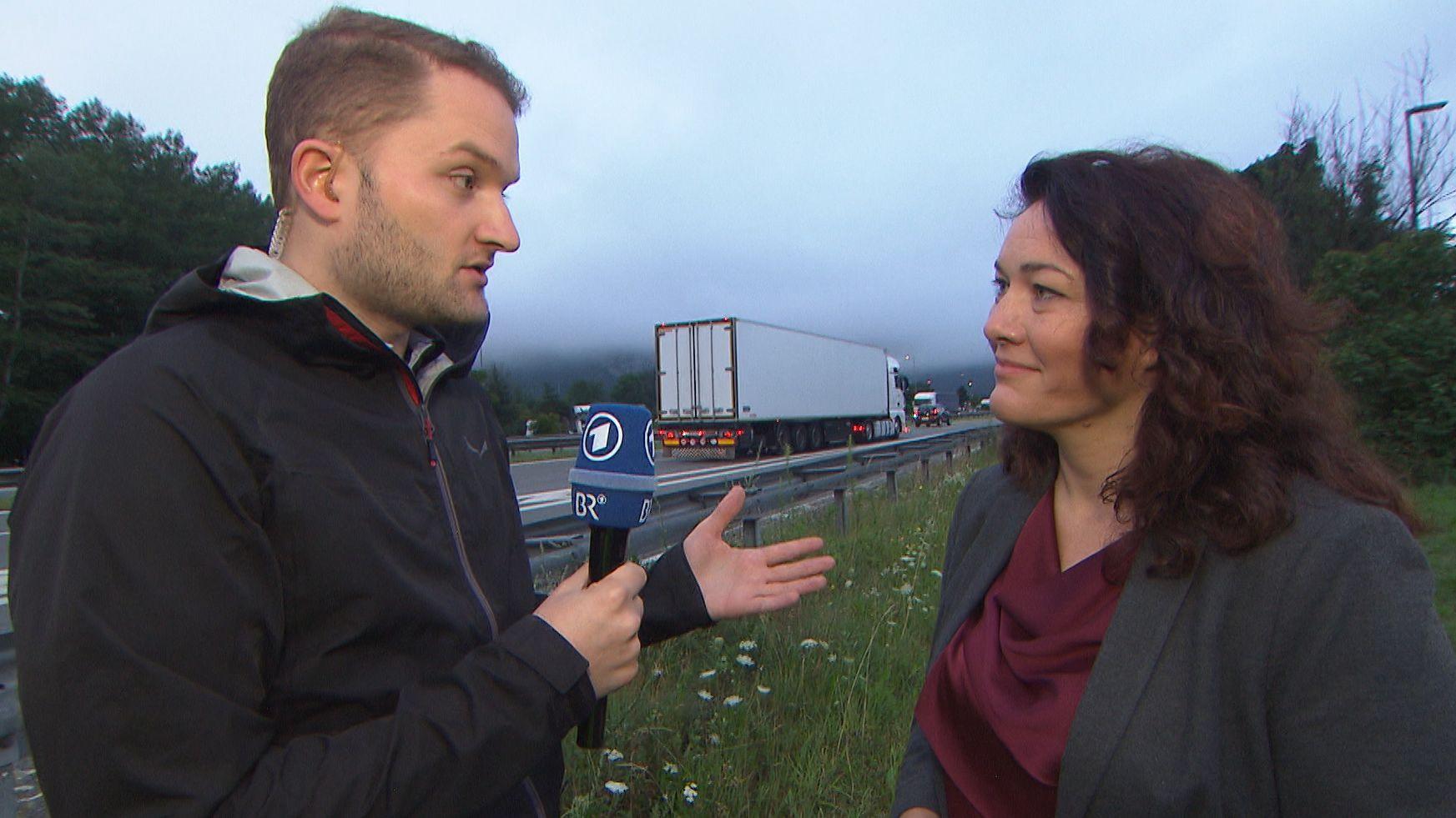 Ingrid Felipe (Die Grünen), Tiroler Verkehrslandesrätin im Gespräch mit BR Reporter Jannik Penz