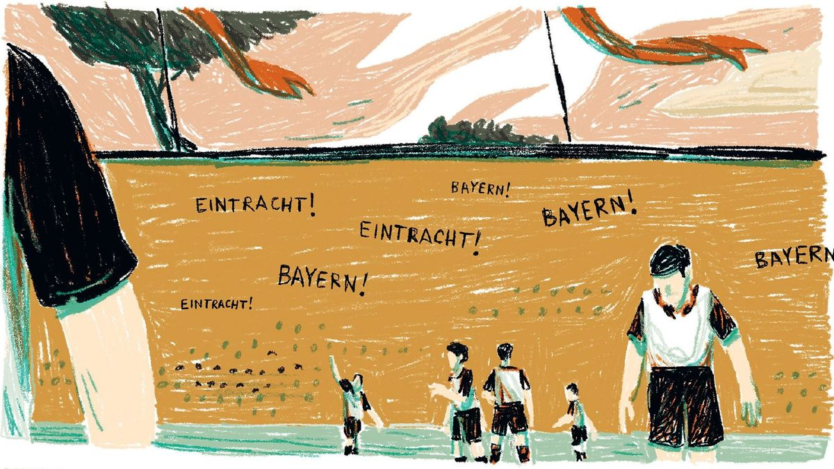 """Die Szene zeigt von Julian Voloj und Marcin Podolec zeigt das Finale der Deutschen Meisterschaft von 1932. Einige Spieler stehen auf dem Feld, auf den Rängen im Hintergrund rufen die Fans """"Bayern"""" und """"Eintracht""""."""