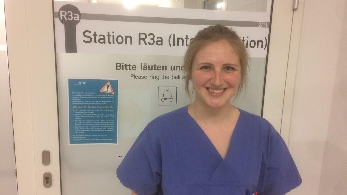 Medizinstudentin Lucy Hoenen hilft auf der Corona-Intensivstation im Münchner Klinikum rechts der Isar.