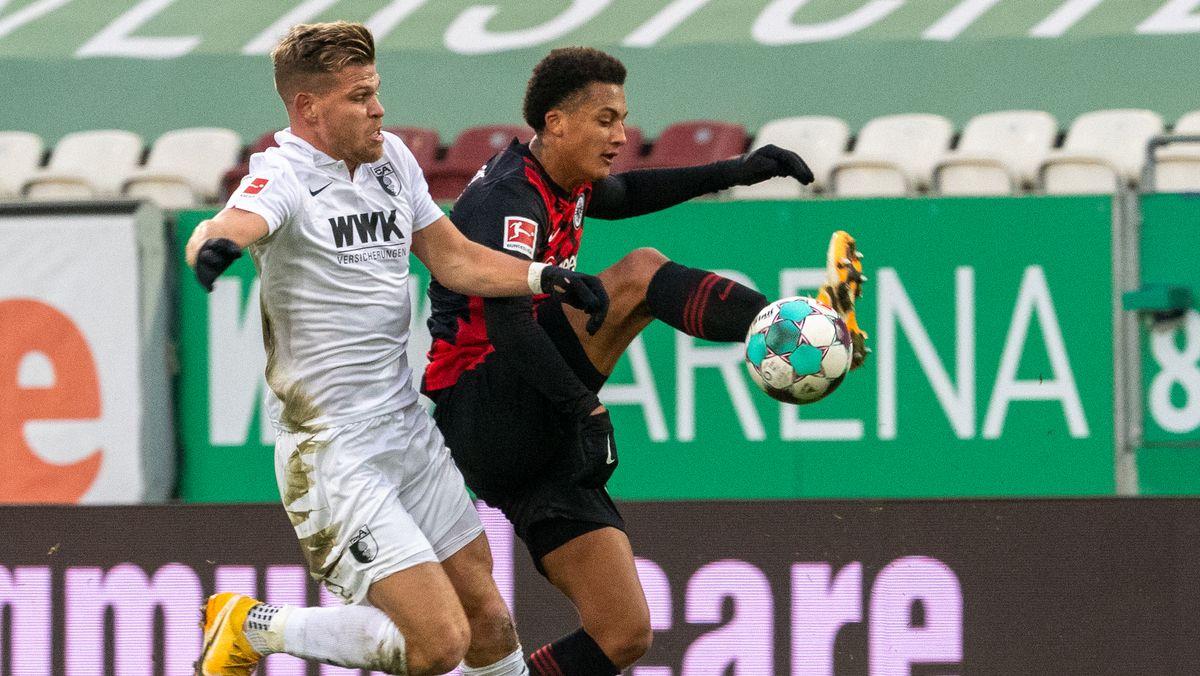 Spielszene FC Augsburg gegen Eintracht Frankfurt