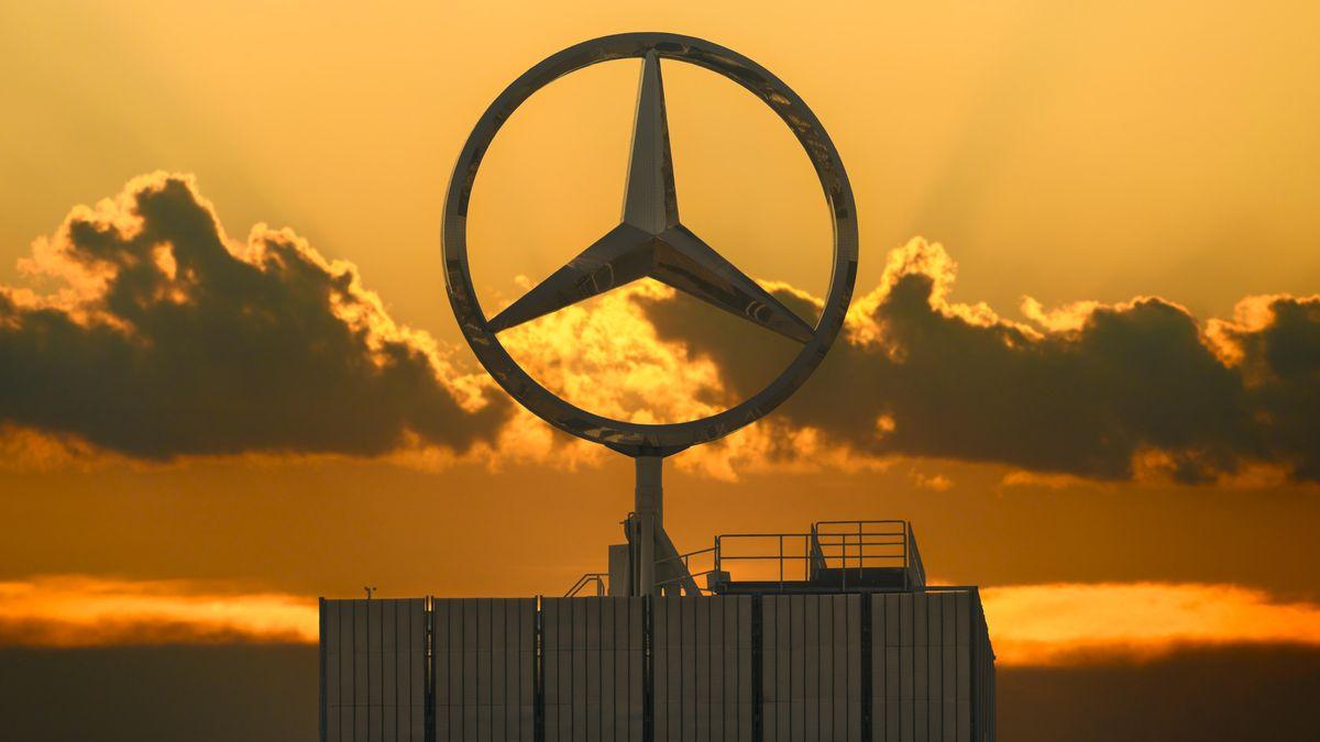 Mercedes-Stern auf Daimler-Gebäude in Stuttgart