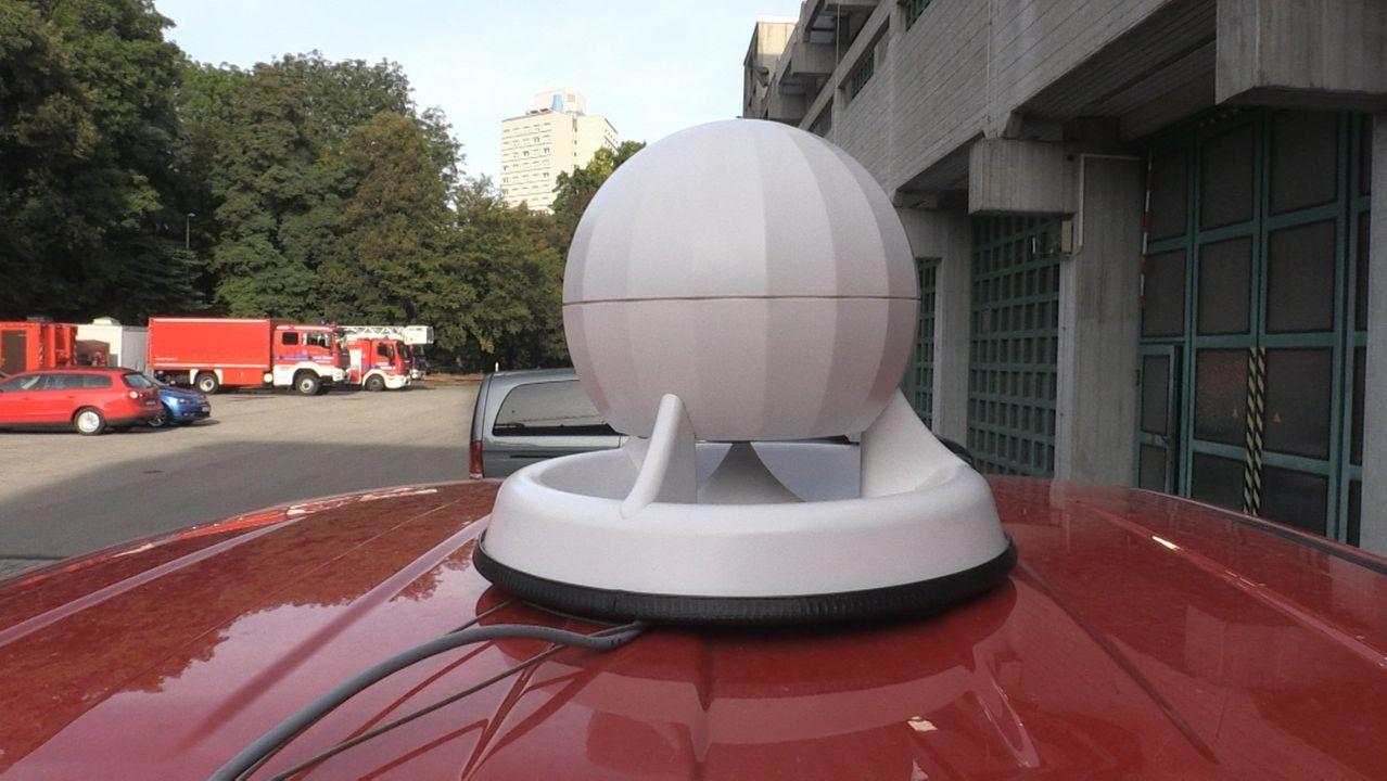 Mobile Sirenen der Augsburger Feuerwehr auf dem Fahrzeugdach.