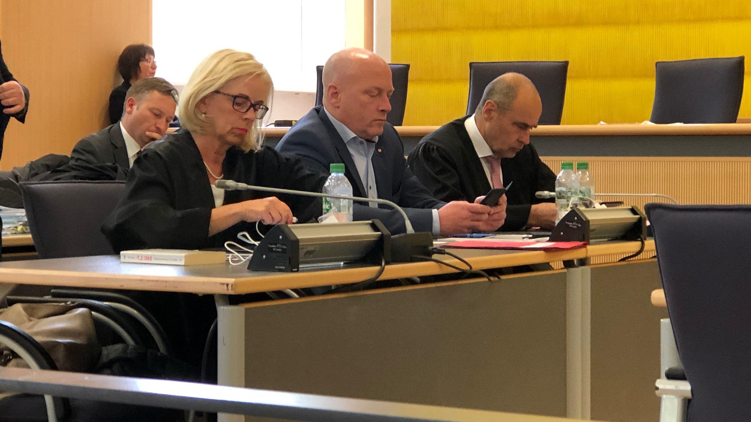 Der suspendierte Regensburger Oberbürgermeister Joachim Wolbergs im Gericht.