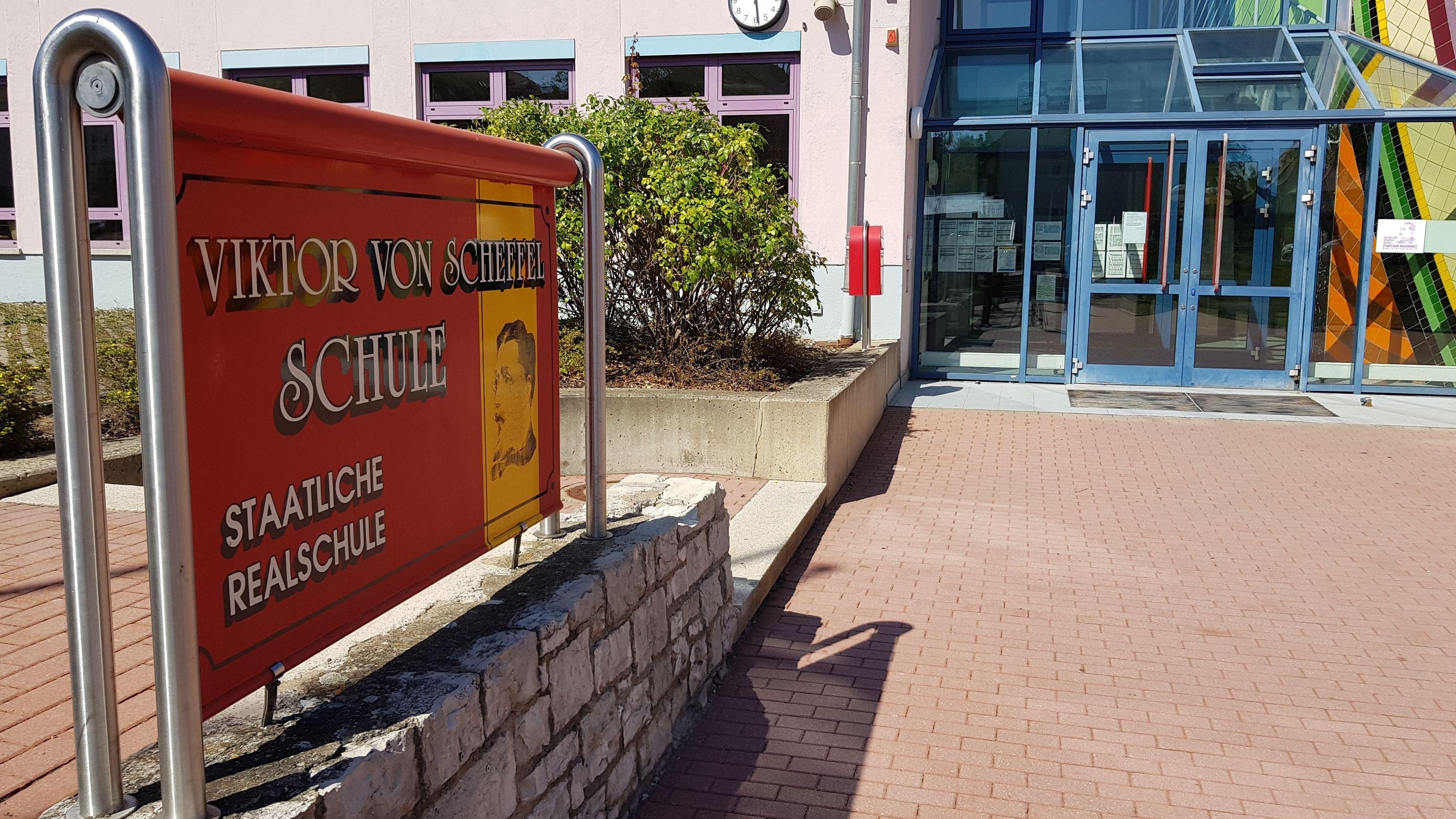 Der Eingang der Viktor von Scheffel Realschule