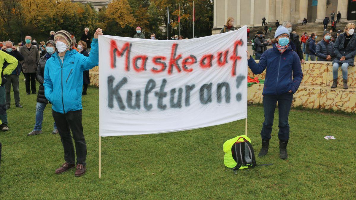 Demonstranten für Masken in der Kultur