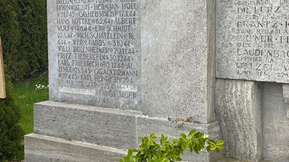 Kriegerdenkmal Geroldshausen ohne Namen des KZ-Arztes