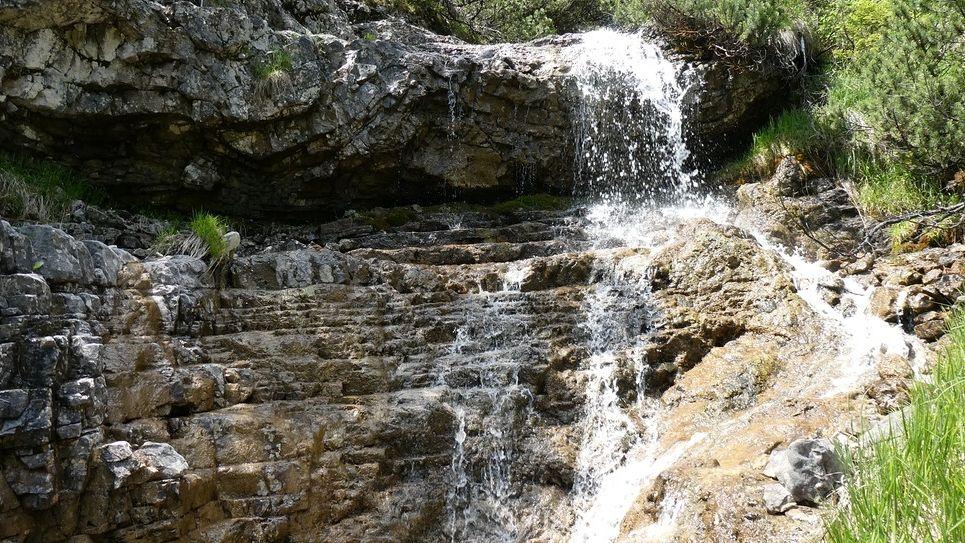 Kaskaden, Wasserfälle und Gumpen auf dem Weg zur Hochplatte in den Ammergauer Alpen